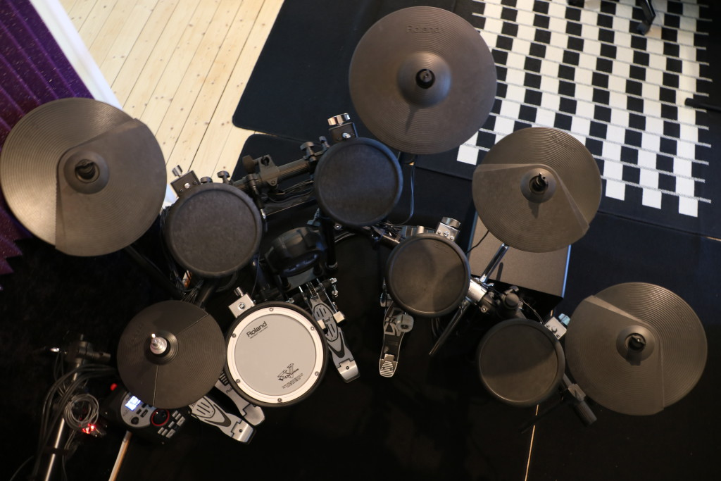 Roland TD-11K expanded with an extra cymbal and an extra tom using a drumsplitter cable.
